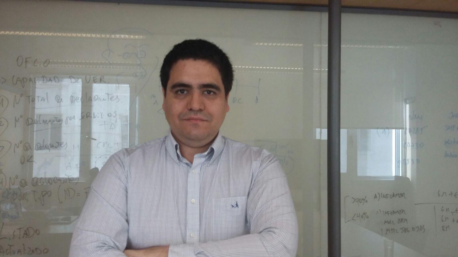 """<a href=""""http://www.chile21.cl/rmora"""" style=""""color:#FC5F45;"""">Rodrigo Mora</a>"""