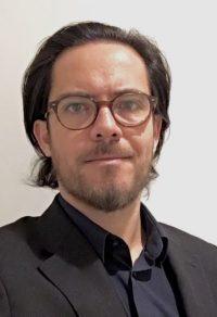 """<a href=""""http://www.chile21.cl/dgrimaldi"""" style=""""color:#FC5F45;"""">Daniel Grimaldi</a>"""