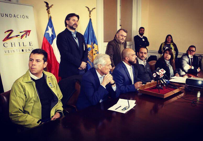 Junto a parlamentarios del FA, PC, PS, PPD, PR, alcalde DC y otras autoridades Chile 21 anuncia proyecto de ley para control de armas #DesarmemosChile
