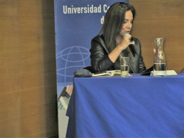 Presidenta de Chile 21 participa en coloquio sobre crisis de la institucionalidad política