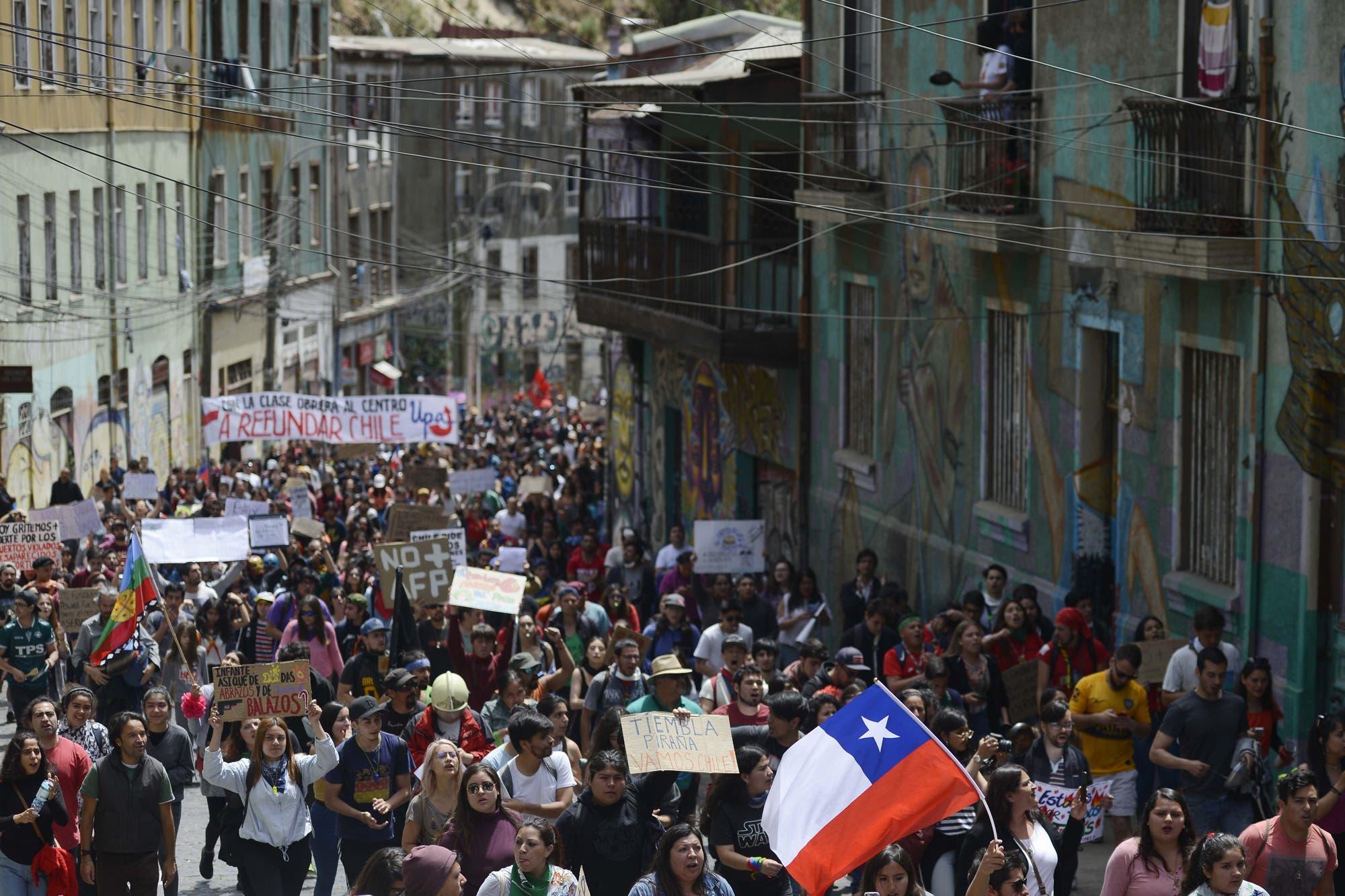 """Director ejecutivo de Chile 21: """"Presidente Piñera está aprovechando la situación para impulsar su agenda populista de mano dura en el Congreso"""""""